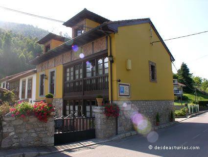 Rural hotel La Llastra
