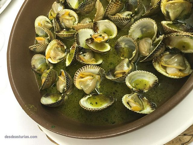 Recipe «Clams with seafood»